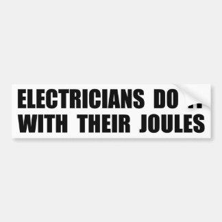 Los electricistas lo hacen con sus julios etiqueta de parachoque