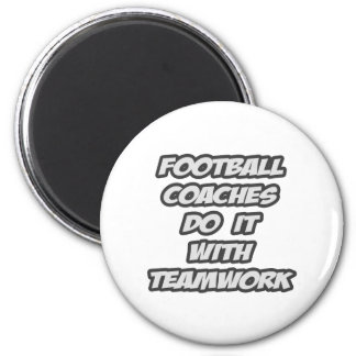 Los entrenadores de fútbol lo hacen con trabajo en imán para frigorífico