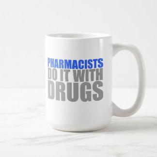 Los farmacéuticos lo hacen con la taza de las