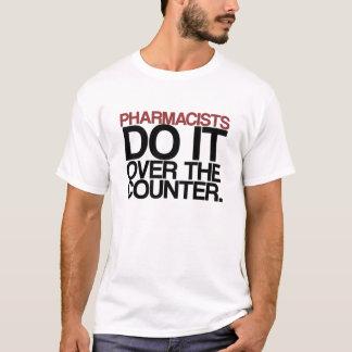 Los farmacéuticos lo hacen sobre la camiseta