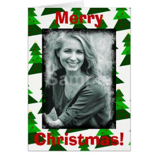 Los felices árboles de navidad lindos añaden su tarjeta de felicitación