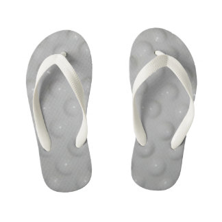 los flips-flopes del niño blanco del modelo chanclas para niños
