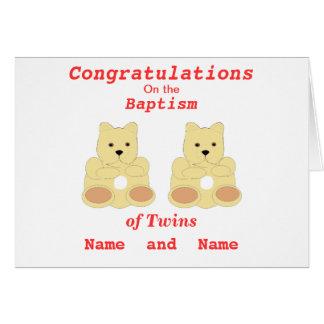 Los gemelos del bautismo de la enhorabuena añaden tarjeta de felicitación
