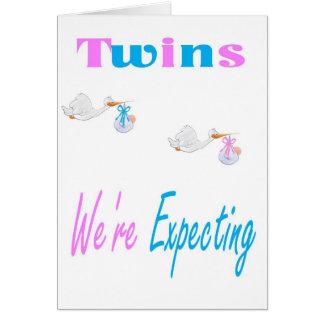Los gemelos estamos contando con la tarjeta de la