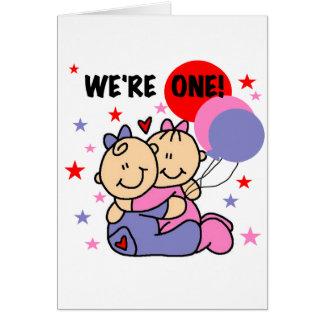 Los gemelos somos camisetas y regalos de un cumple tarjeta de felicitación