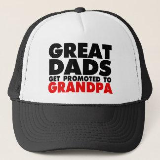 Los grandes papás consiguen promovidos al gorra