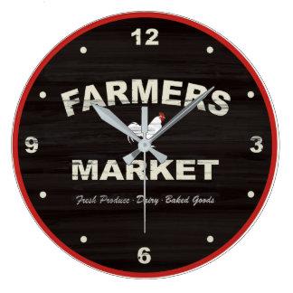 Los granjeros comercializan el reloj rústico de la
