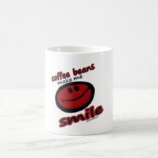 los granos de café hacen que sonríe taza básica blanca