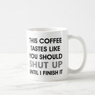 Los gustos del café como usted deben cerrar la taza de café