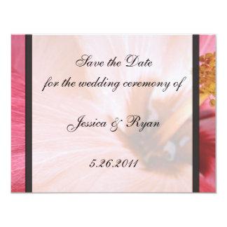 Los hibiscos rosados ahorran la fecha invitación 10,8 x 13,9 cm