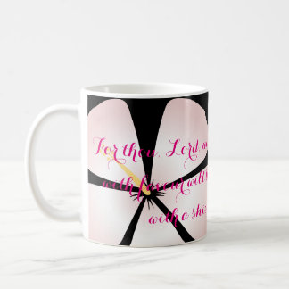 Los hibiscos rosados/blancos del 5:12 del salmo taza básica blanca