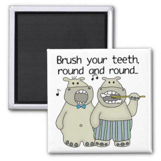 Los hipopótamos cepillan sus dientes iman para frigorífico