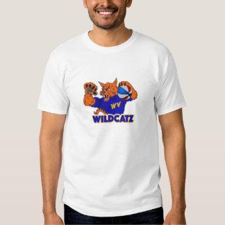 Los hombres consiguen la camiseta salvaje
