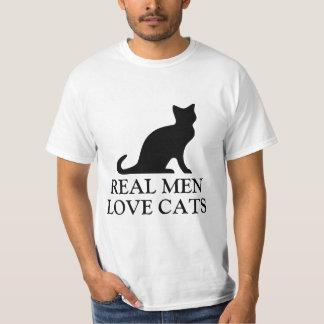 Los hombres reales aman el gatito blanco y negro camiseta