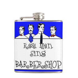 Los hombres reales cantan la barbería petaca