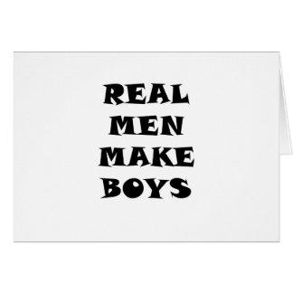 Los hombres reales hacen a muchachos tarjeta de felicitación