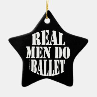 Los hombres reales hacen el ornamento del ballet