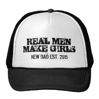 Los hombres reales hacen los chicas el gorra del