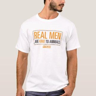 Los hombres reales son buenos con la camisa de los