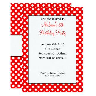 Los lunares blancos rojos de moda femeninos lindos invitación 12,7 x 17,8 cm