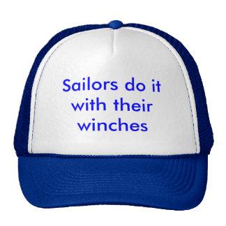 Los marineros lo hacen con sus tornos gorras de camionero