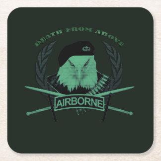 Los militares aerotransportados del ejército de posavasos cuadrado de papel