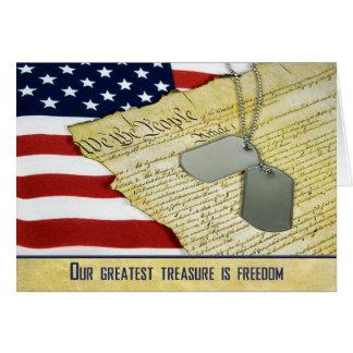 Los militares le agradecen con las placas de tarjeta de felicitación