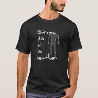 Los motoristas lo hacen en cuero camiseta