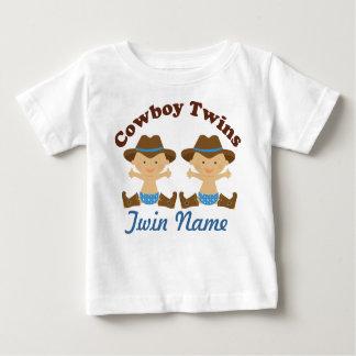 Los muchachos gemelos personalizaron la camiseta