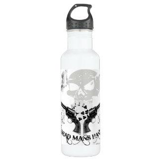Los muertos sirven la mano botella de agua