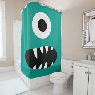 Los niños eligen verde observado de la cara una cortina de baño