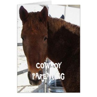 Los niños lindos aman un caballo mecedora - tarjeta