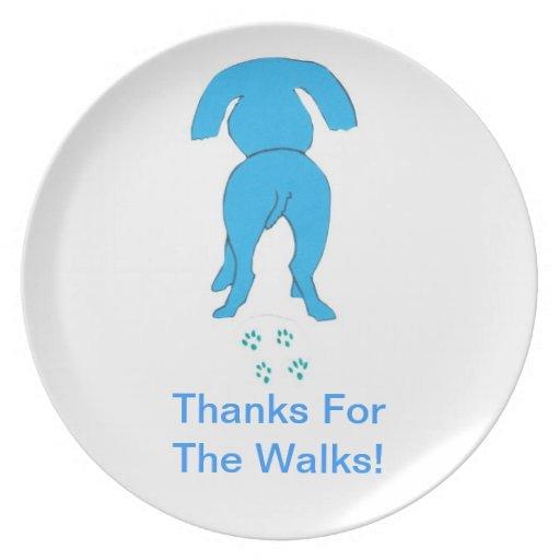 Los oídos azules de las gracias del perro que cami plato de cena