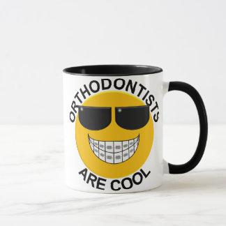 Los Orthodontists son taza de café sonriente