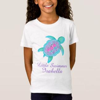 Los pequeños chicas lindos del nadador pican la camiseta