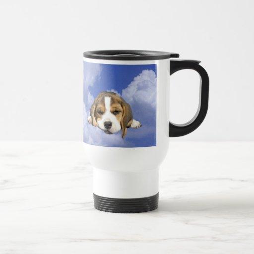 Los perritos del beagle son taza divina del viaje