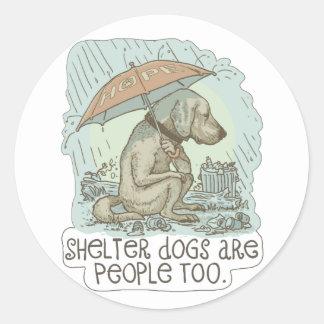 Los perros del refugio son gente también pegatina redonda