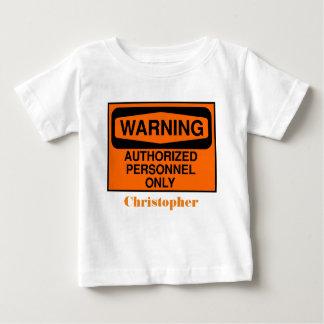 Los personales autorizados divertidos firman camiseta de bebé