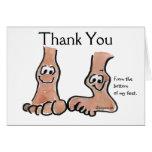 Los pies del dibujo animado le agradecen tarjeta d