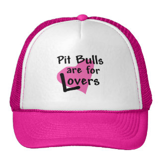 Los pitbulls están para el gorra del camionero de