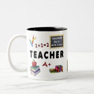 Los profesores lo hacen con la clase taza de café de dos colores