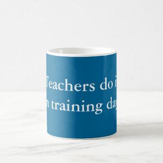 Los profesores lo hacen taza básica blanca