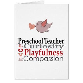 Los profesores preescolares hacen a niños un mundo tarjetón