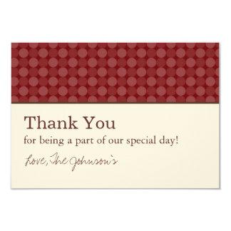 Los puntos rojos y el boda del diseño de la crema invitación 8,9 x 12,7 cm