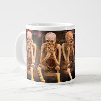 """Los radiólogos divertidos """"no oyen ningún malvado… taza de café grande"""