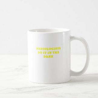 Los radiólogos lo hacen en la oscuridad taza de café