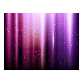 Los rayos violetas de la energía colorean el model postal