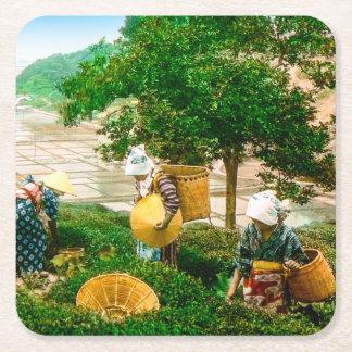 Los recogedores del té de la vieja mano del posavasos de cartón cuadrado