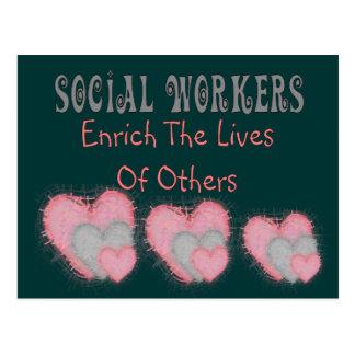 """Los regalos del asistente social """"enriquecen las postal"""