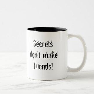 ¡Los secretos no hacen a amigos! taza